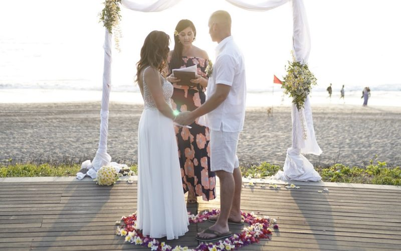 Vow-Renewal-on-the-Beach-Karlie-Cummins-as-Wedding-Celebrant-800x500