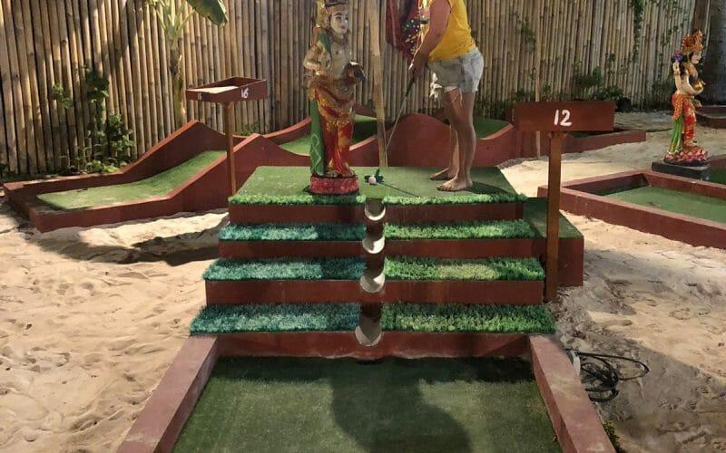 Lembongan-Mini-Golf-for-Kids-800x500