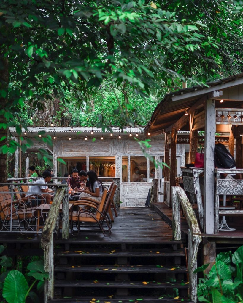 Lusi & Pakan is a cozy place to eat and drink