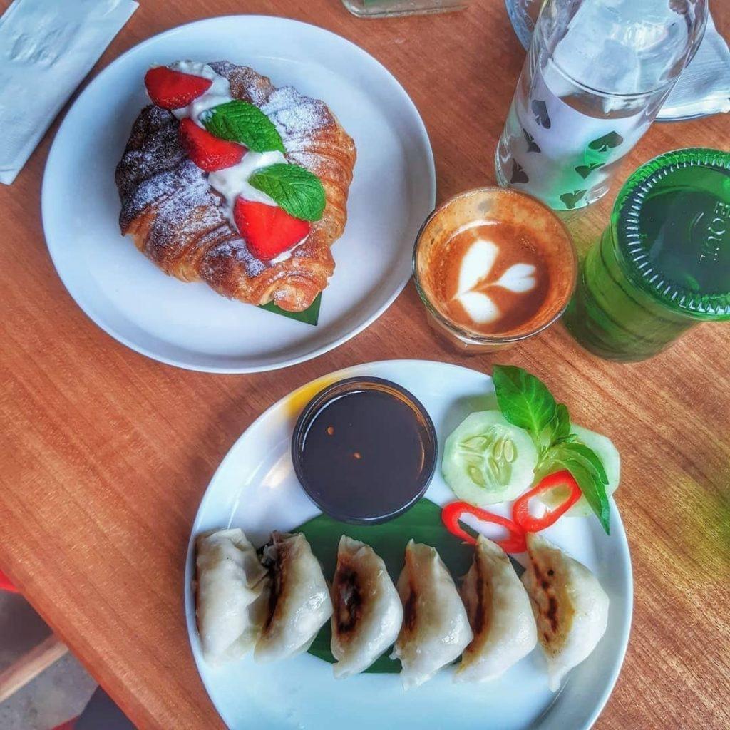 Eat and drink at Toko Seniman