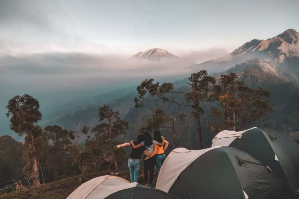 Ladies camping at Alengkong