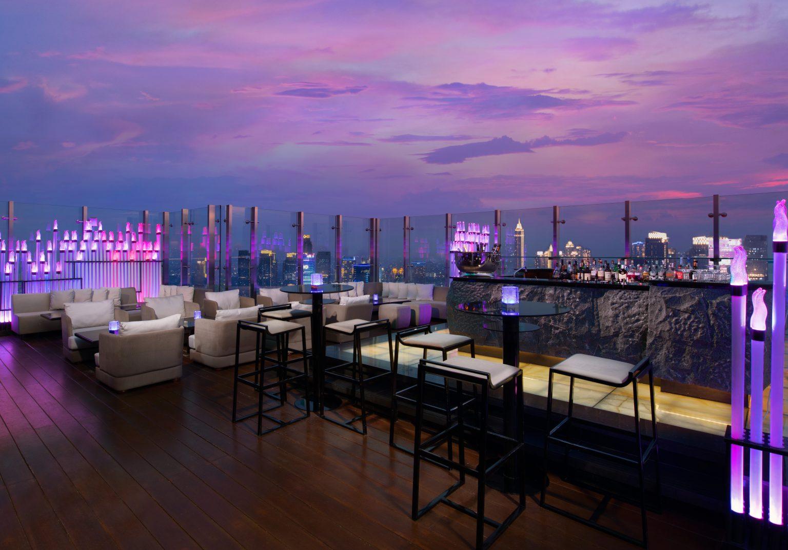 Henshin Rooftop Bar - Level 67-